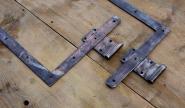 Schlichte Winkelbänder für rechts angeschlagene Tür, 86,5 cm lang