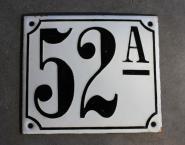 Alte Emaille-Hausnummer, gewölbt, 14 cm x 12 cm