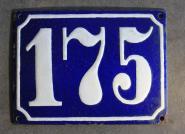 Alte Emaille-Hausnummer, gewölbt, 12 cm x 09 cm