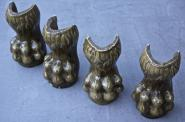 Vier alte Möbelfüße aus Keramik