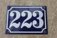 Alte Hausnummer 223, dunkelblau/ weiße Zahl, gewölbt, 14 x 10 cm