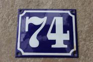 Alte Hausnummer 74 aus Emaille in dunkelblau, gewölbt, 12 x 10 cm