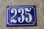 Alte Hausnummer 235 aus Emaille in Kobaltblau, gewölbt, 14 x 10 cm