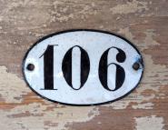 Kleine, alte Emaille-Hausnummer