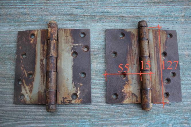 Scharnierbänder mit Farbresten