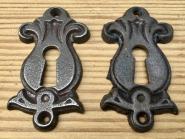 Paar gusseiserne Schlüsselrosetten der Gründerzeit