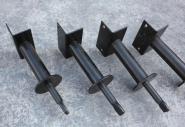 Eisenfüße für Trennwände aus schwarzem Blech