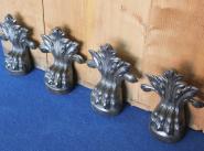 Vier Löwenfüße aus Gusseisen