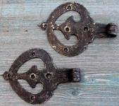 1 Paar durchbrochene, blattförmige Schippenbänder
