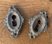 Alte Historismus Schlüssel-Rosetten aus Gusseisen