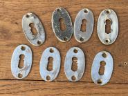 8 einfache Schlüsselrosetten aus Weißbronze um 1920