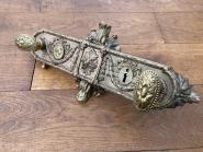 Altes französisches Kastenschloß aus Messing