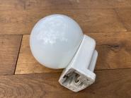 Wandlampee der Bauhauszeit, Opalglas mit Pozellansockel