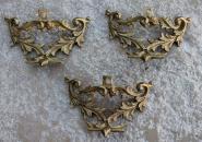 Drei Zierbeschläge aus Bronzeguß, um 1880