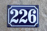 Alte Emaille-Hausnummer, gewölbt, 14 cm x 10 cm