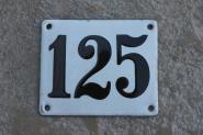 Alte Emaille-Hausnummer, gewölbt, 12 cm x 10 cm