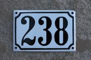Alte Emaille-Hausnummer, gewölbt, 15 cm x 10 cm