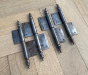Alte Fitschenbänder aus Eisen, rechts