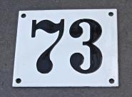 Alte Emaille-Hausnummer, leicht gewölbt, 10cm x 12cm