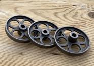 Vier alte Eisenräder für Spielzeugpferde / Puppenwägen