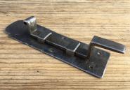 Kleiner, handgeschmiedeter Schieberiegel mit Kröpfung, 15cm.