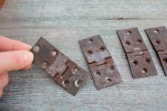 Alte Eisenscharniere