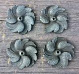 Alte gußeiserne Zierrosette in Blütenform