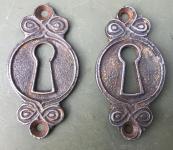 Paar Schlüsselrosetten des Jugendstil aus Gusseisen