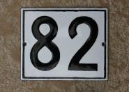 Kleine alte Hausnummer aus Emaille, 12 x 10 cm