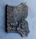 Neogotisches Schlüsselschild aus Schmiedeeisen