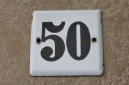 Einfache Hausnummer aus Emaille, 10,5 x 10,5 cm