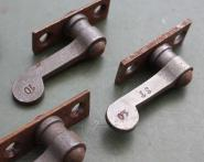 Vorreiber auf Platte, 10 mm Überschlag