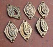 Schöne, alte Schlüssellochrosetten