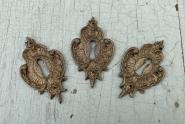 Drei Neobarocke Schlüsselschilder