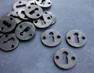 Kleine Schlüsselrosetten in Gusseisen