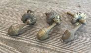 Fünf alte Ziehgriffe aus Messing