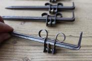 Alte Halterungen für Vorhangverkleidungen aus Holz
