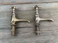 Paar alte Standventile, Messing vernickelt, französisch beschriftet