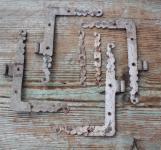 1 Satz Winkelbänder mit Knopfrosetten, 18.Jht.