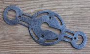 Klassizistisches Schlüsselschild für eine Tür mit Kastenschloß