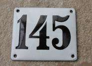 Historische Hausnummer 145 aus weißem Emaille, gewölbt, 12 x 10 cm