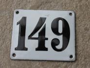 Alte Emaille-Hausnummer 149 in Weiß, gewölbt, 12 x 10 cm