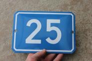 Große, alte Hausnummer 25 aus blauer Emaille, gewölbt, 22 x 15 cm