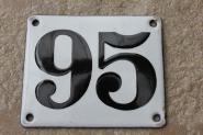 Alte Emaille-Hausnummer 95, gewölbt, 12 x 10 cm