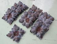 Alte Zierrosetten in Blattform aus Eisen, entlackt