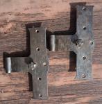Zwei kleine, alte Kreuzbänder
