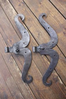 Paar große, alte S-Bänder