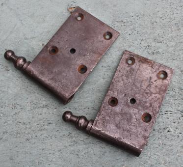 Paar große Lappenband-Oberteile, DIN rechts
