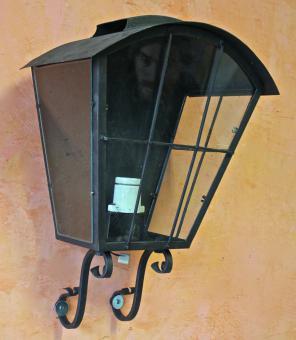 Große, alte Aussenlampe für die Wand