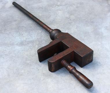 Alter Werkzeughalter aus Holz gedrechselt